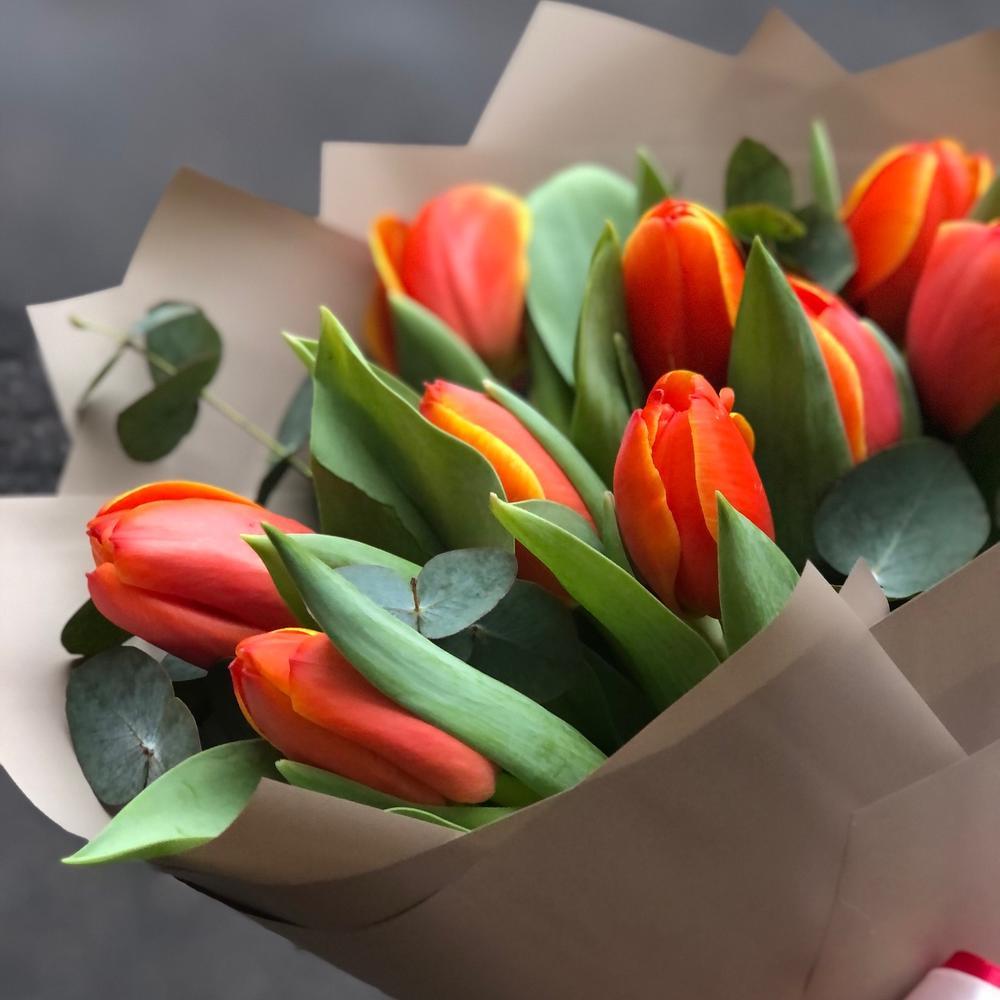 Весенний букет тюльпанов