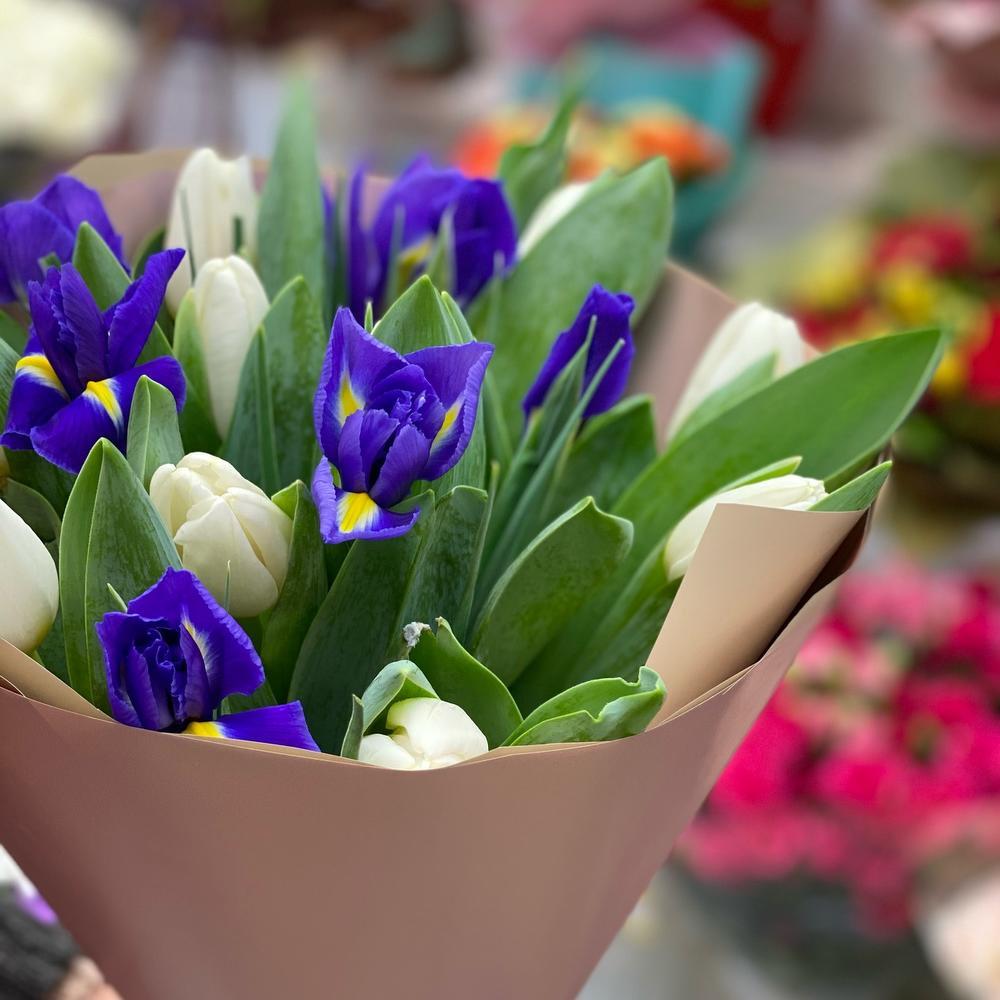 Весна с ирисами