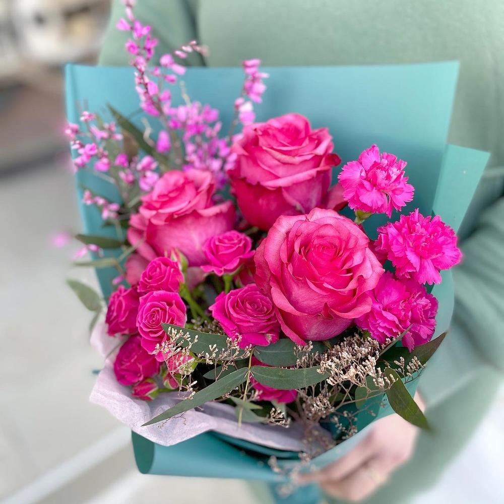 Яркий букетик с розами